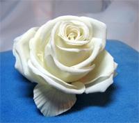 Брошь «Кенари белая» для платья