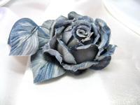 Бутоньерка серо-голубая розочка голландская