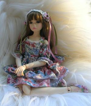 Фарфоровая шарнирная коллекционная кукла «АЛИСА»