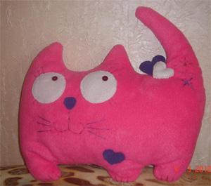 Авторская мягкая игрушка ручной работы «Влюбленная кошка»